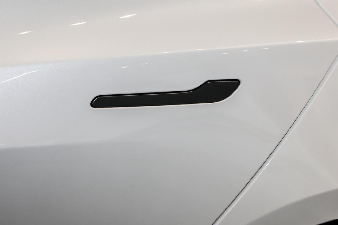 新增双层玻璃/电动尾门!新款特斯拉Model 3值不值