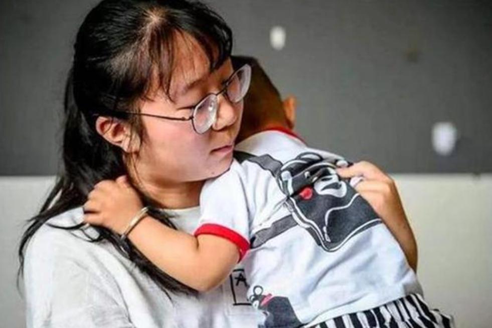 父母起诉22岁女儿拒养弟弟胜诉,《民法典》第27条早有预示