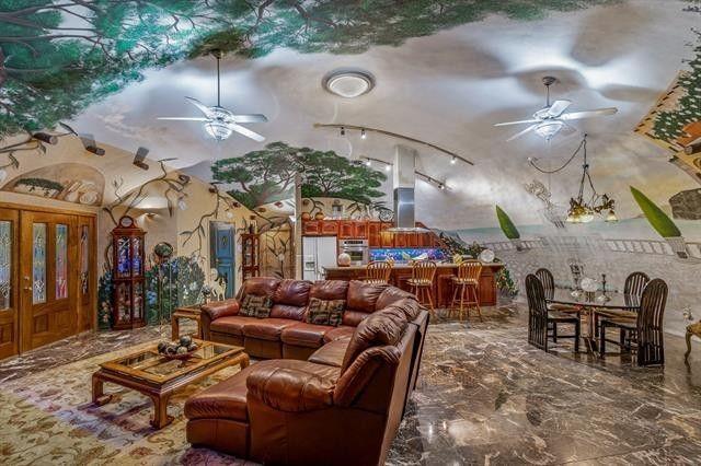 """280平""""地下豪宅""""要價1500萬,從地上看還以為是防空洞呢"""