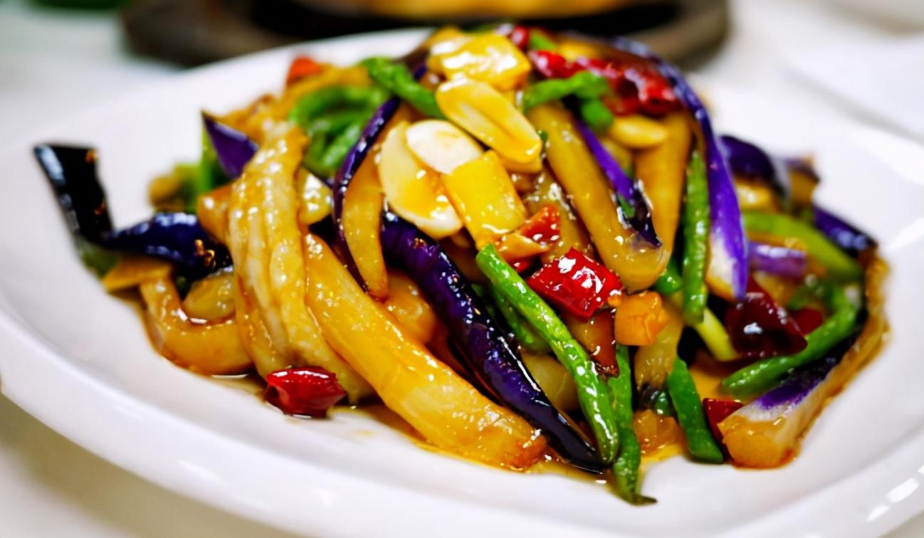 炒茄子时,不要着急下锅炒,教您一招,茄子炒好不发黑,不油腻 美食做法 第7张