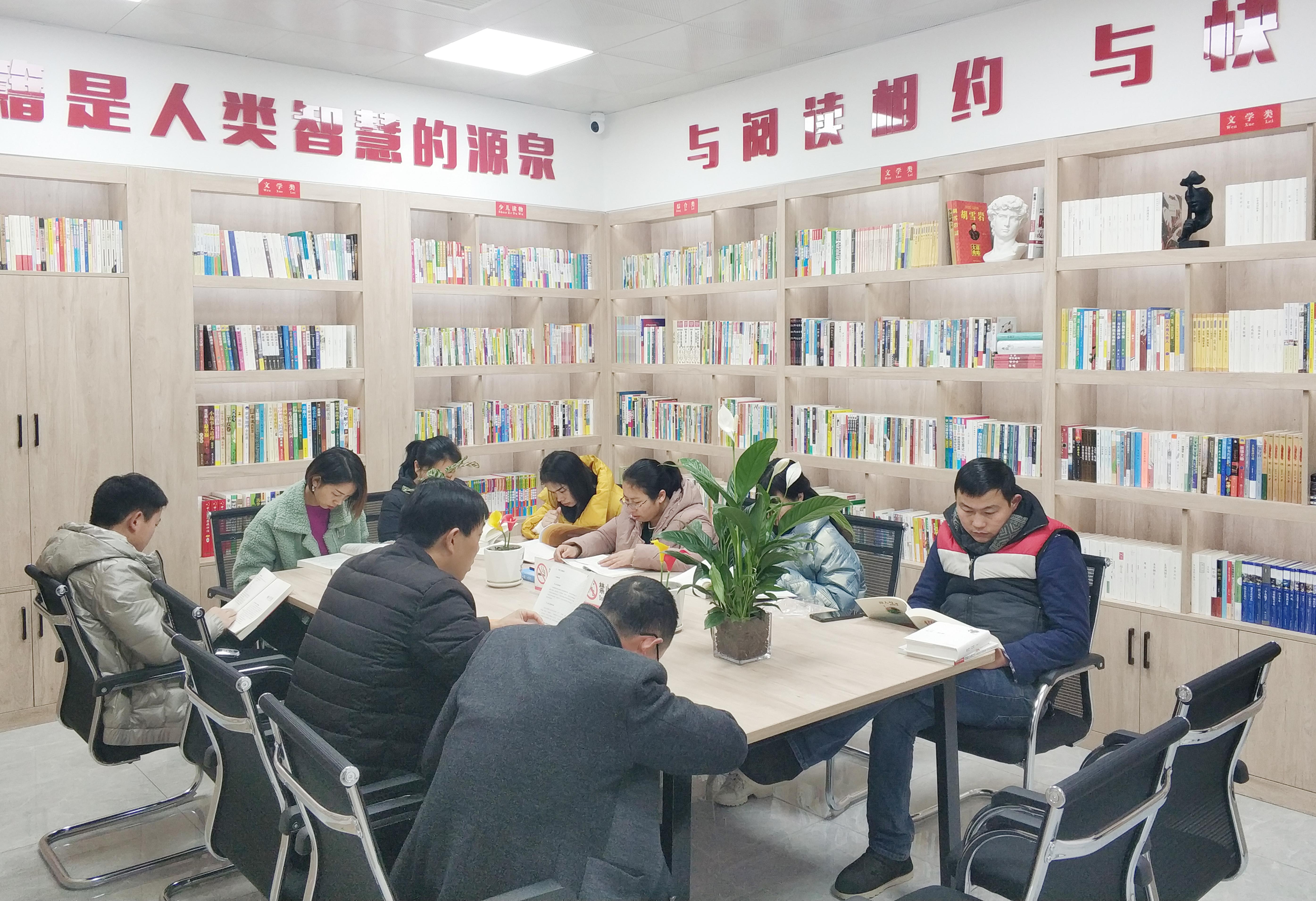 """陕西新华出版传媒集团为安康紫阳县捐建""""爱心书屋"""""""