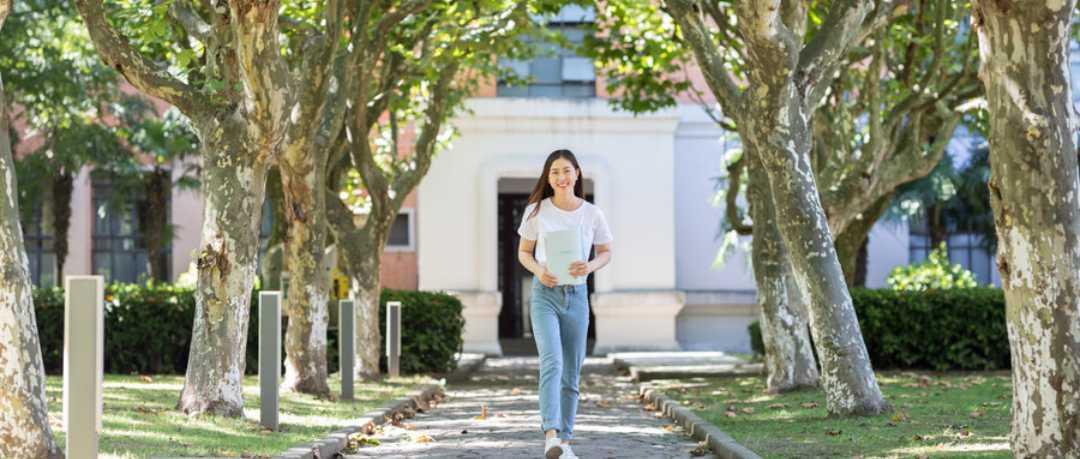 走路强身健体防病治病,医生提醒:走路虽好,走多了当心伤膝盖