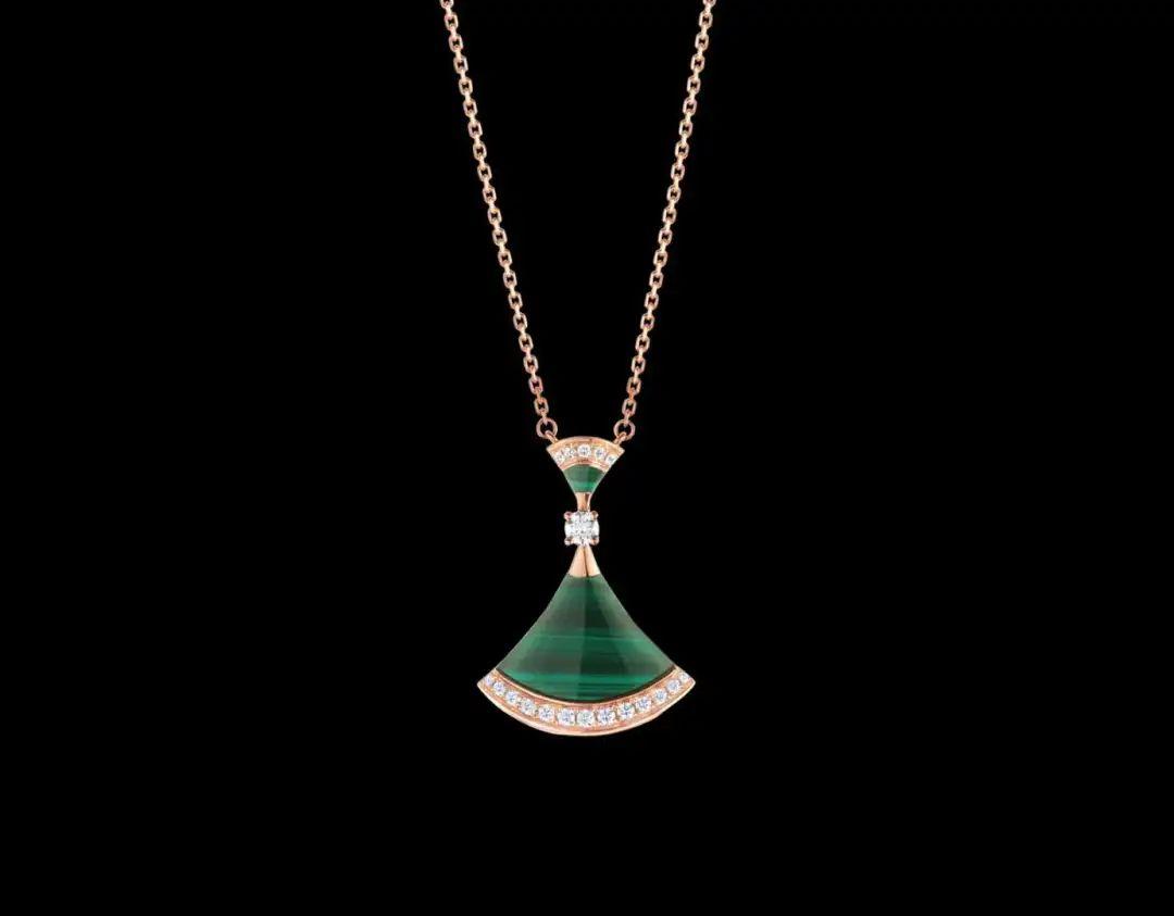 材质普通且硬度不高,可是,这样的宝石如何逆袭成为大牌经典的?