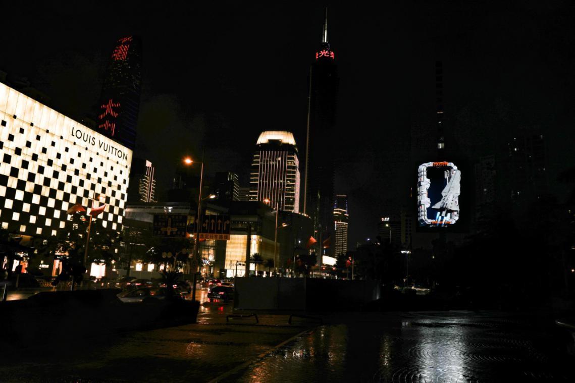 """""""湾区枢纽,万象罗湖""""-深圳首个平面裸眼3D屏幕引热潮"""