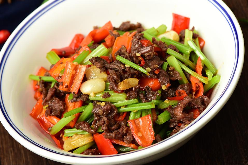 炒牛肉,不要放盐和淀粉腌制,多放2种东西,牛肉又香又滑嫩