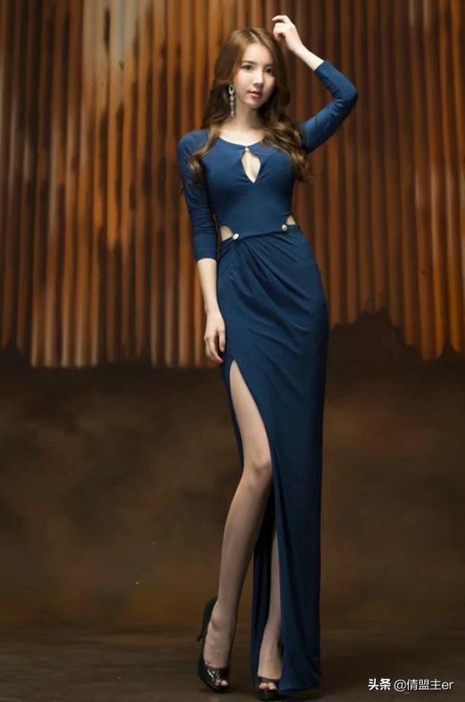 深蓝色连衣裙