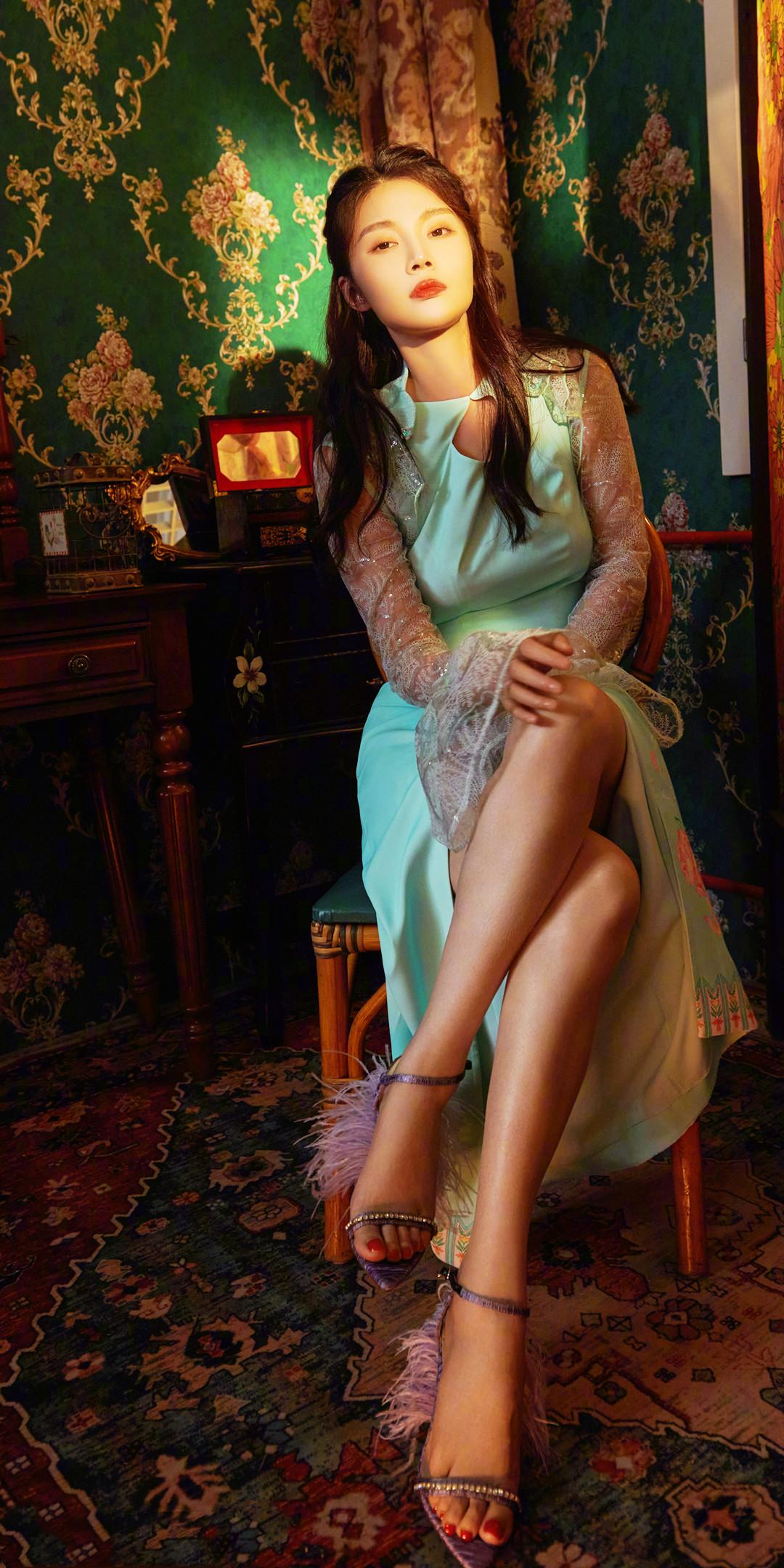 徐冬冬朦胧性感港风大片,修身复古长裙优雅知性,氛围感十足