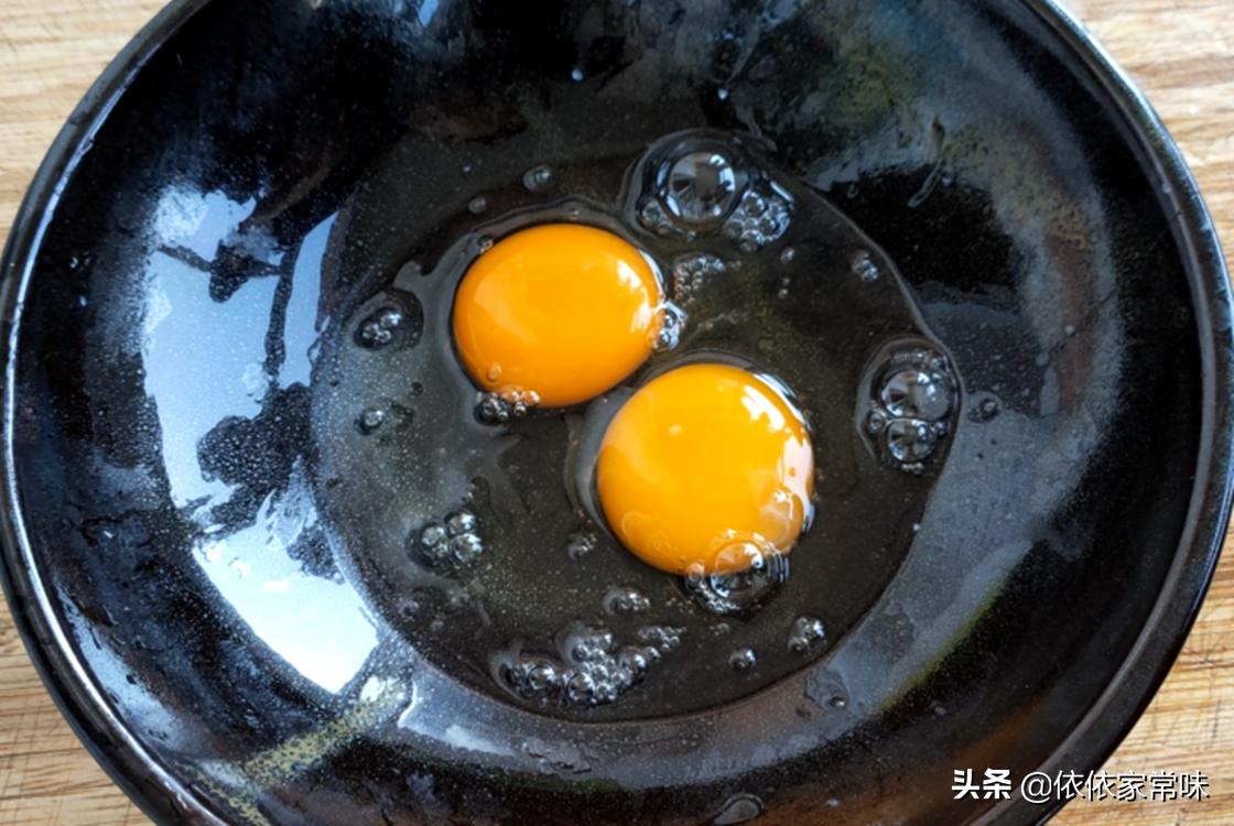 油炸小鱼时,用面粉还是用淀粉? 美食做法 第5张