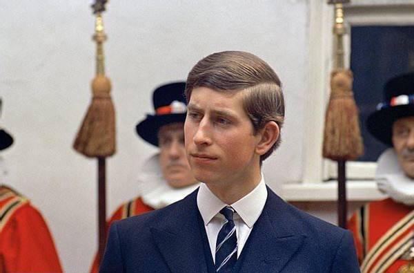 查尔斯的初恋:大他5岁脑子清醒,不愿当王妃,让卡米拉捡了个漏