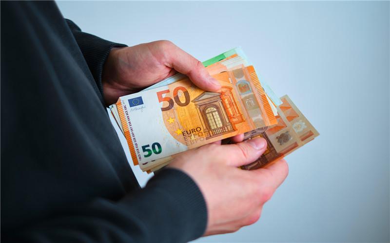 50多岁的人,在县城做哪些小生意,一个月能收入一万元以上?