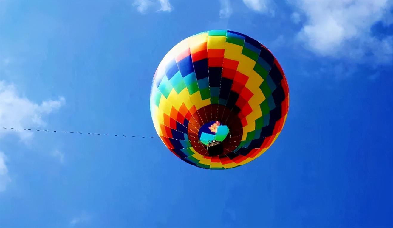 云南一火山公园,热气球意外导致工作人员高空坠亡,惨烈的现场