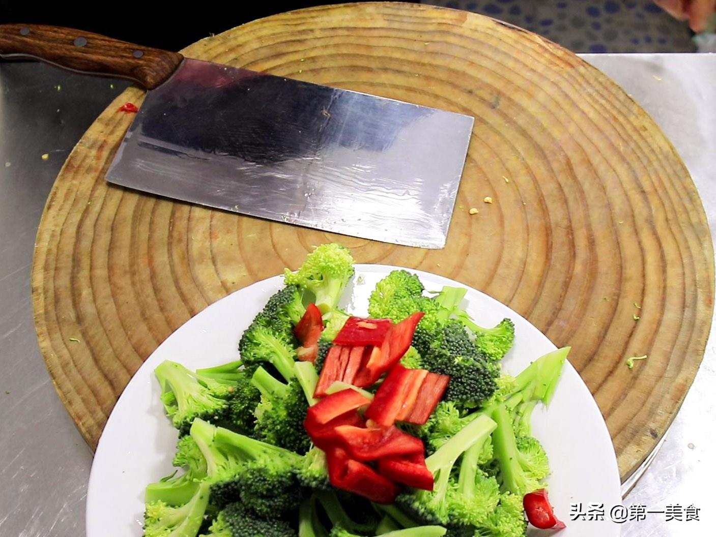 大厨教你做蒜蓉西兰花,保留西兰花原本味道,更入味更好吃