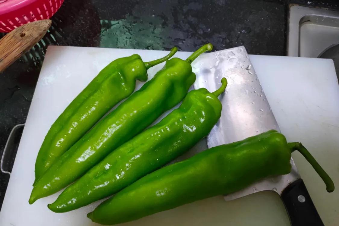 下饭的虎皮尖椒,超简单 美食做法 第1张