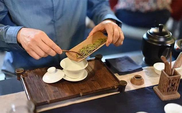 愛喝白開水和愛喝茶有什麼區別?哪一種對身體好,不妨提前瞭解下