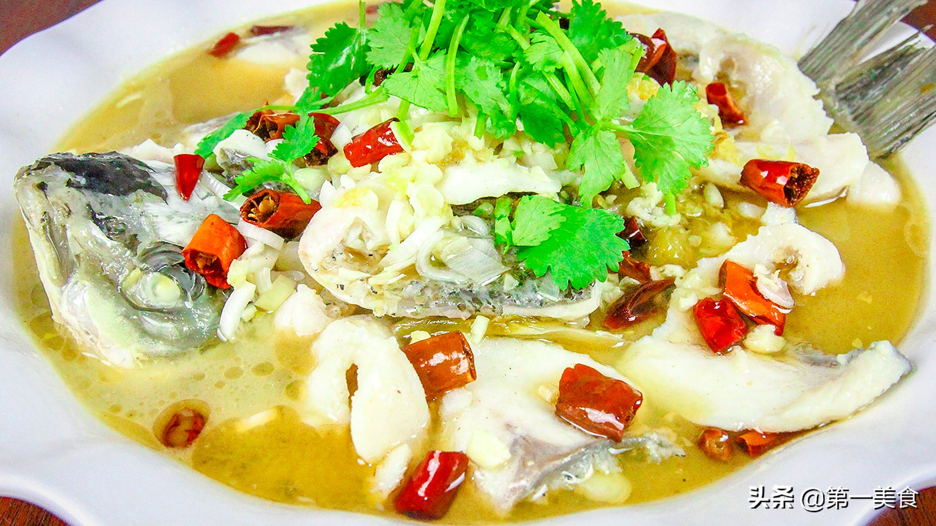 厨师长分享地道酸菜鱼,汤汁鲜香又开胃,鱼片嫩白又不腥 美食做法 第1张