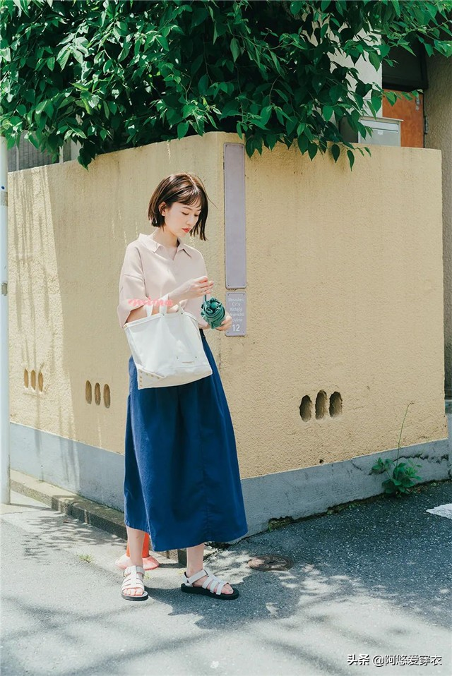 """今年大火的""""素色搭配"""",简约时尚还减龄,30+女人秋天穿正好"""