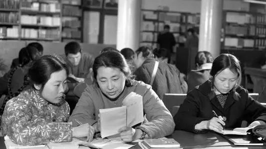 恢復高考是哪一年哪月(1977年的高考日期)