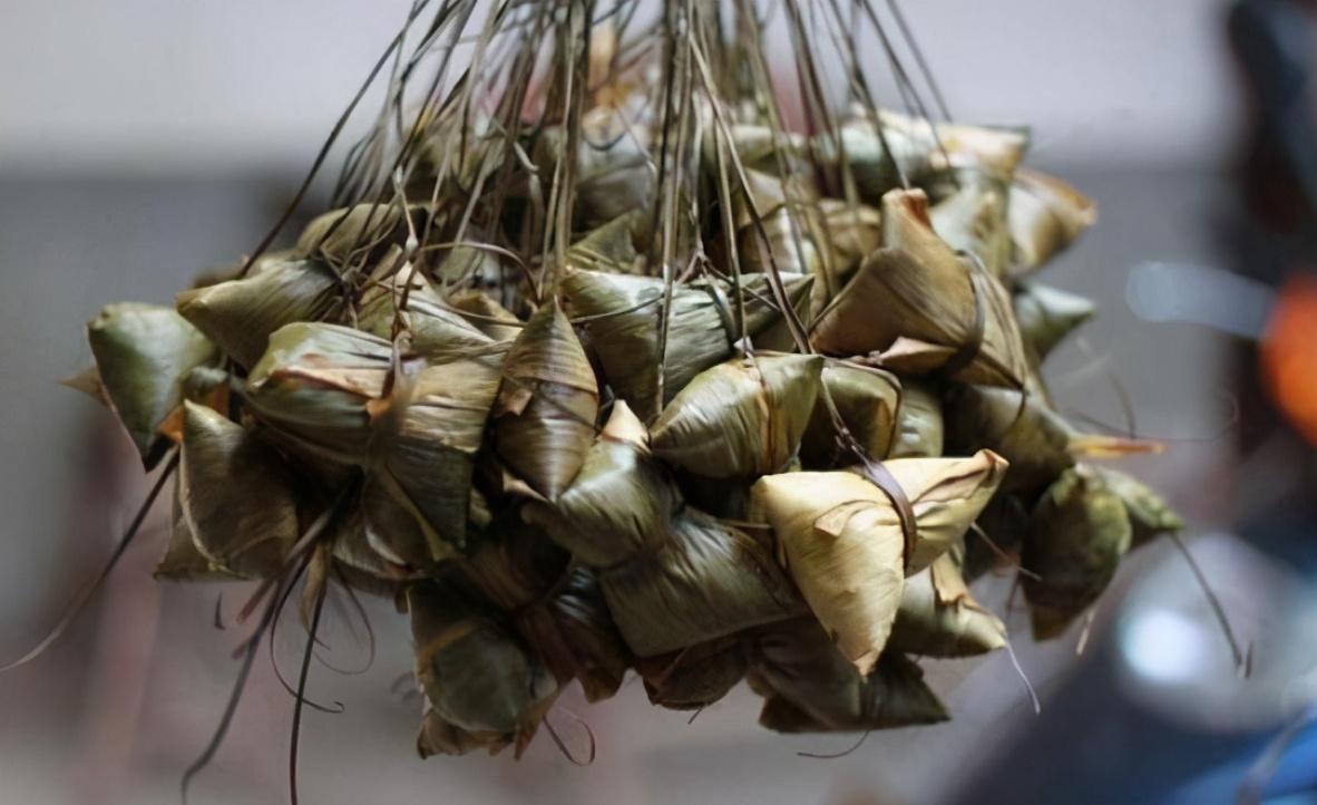 包粽子的糯米要泡多久?时间掌握好 粽子清香味浓 甜糯不夹生
