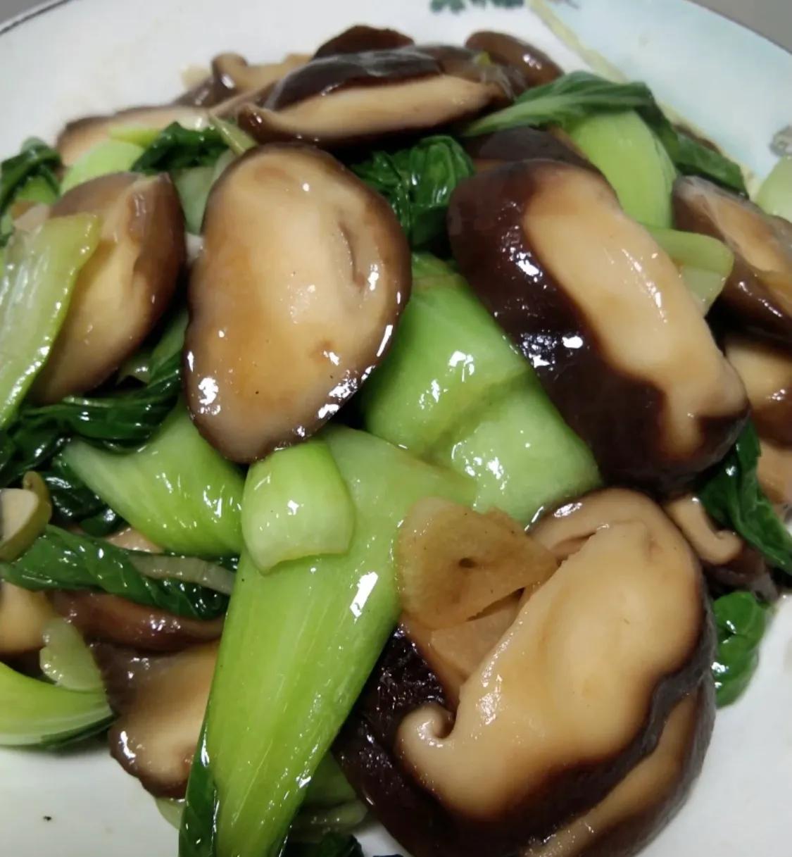 最普通的家常菜:香菇油菜 美食做法 第9张