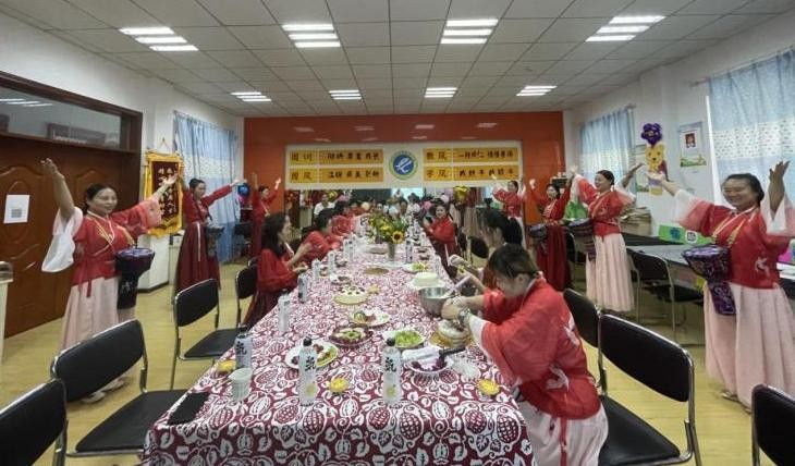汉台区青龙观幼儿园支部开展教师节庆祝活动