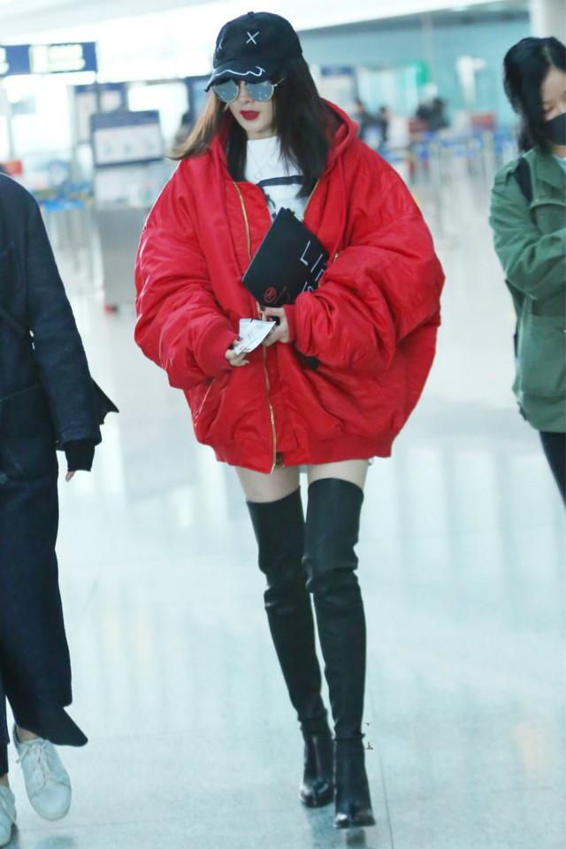 """""""露腿""""才是今年秋冬最时尚的,保暖又有少女感,一半以上人在穿"""