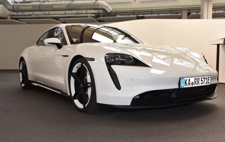 土豪们着急想知道:如何评价保时捷首款纯电动轿跑Taycan?