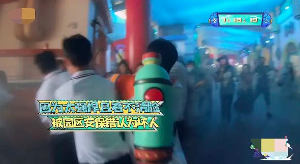 """吴奇隆参加节目被当坏人,惨遭6个保安""""围殴"""",画面好笑又心疼"""