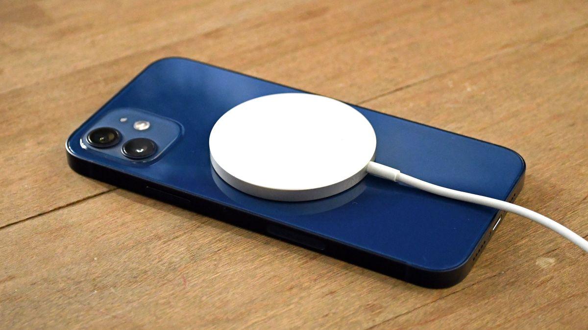 真就十三香!iPhone13曝光:这次连充电口都取消了