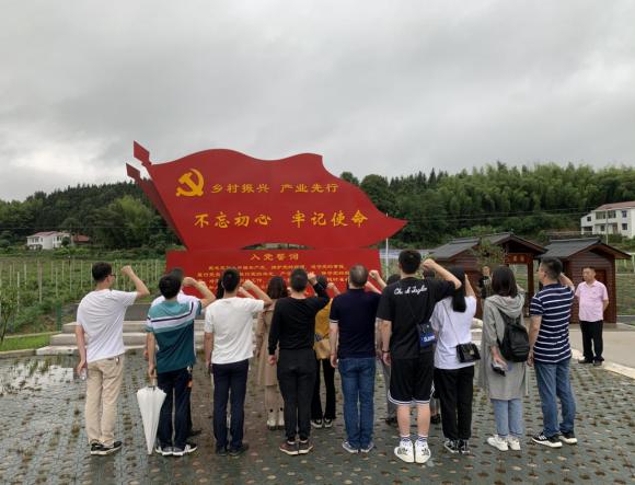 学党史,走进全国文明示范村,支持乡村事业振兴