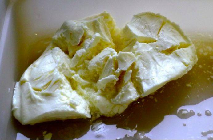 奶酪放冷冻还是冷藏?分享可冷冻奶酪种类及解冻方法