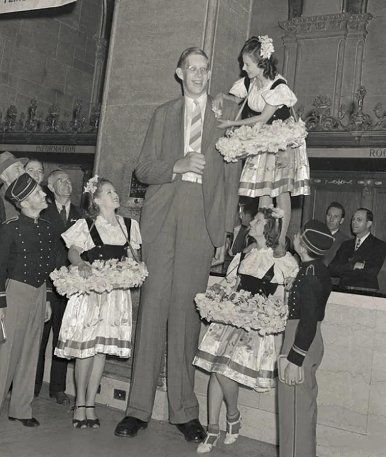 """歷史老照片:世界上最高的男人,60年前的""""防狼""""高跟鞋"""