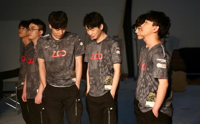 "S10入围赛即将开战!LGD成LPL全村人的""希望""?太真实"