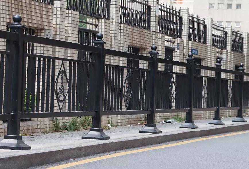 不容错过,这样的道路护栏也太有特色了吧