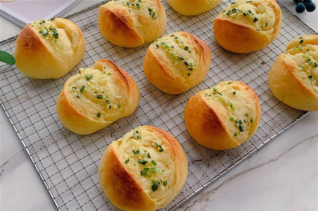 這麵包真獨特,蒜香濃郁鬆軟拉絲,吃一口就停不下來