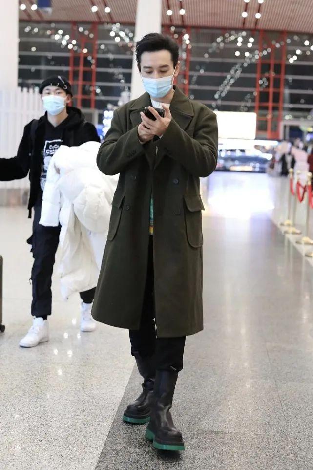 """43岁黄晓明瘦了20斤,这状态简直是""""小鲜肉"""",衣品也没得说"""