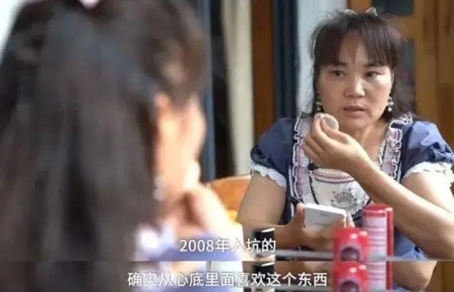 """55岁阿姨穿洛丽塔公主裙火上热搜!网友全被感动:""""人美心也美"""""""