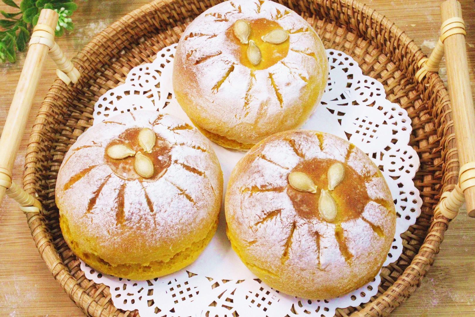 一块南瓜,一碗面粉,教您做超简单的南瓜炼乳欧包,美味还营养