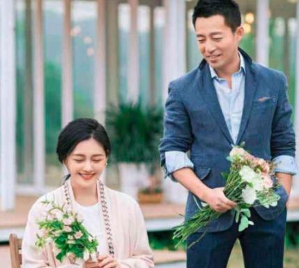 没离婚!张兰直播与大S视频唠家常,透露汪小菲飞往台湾一家团聚