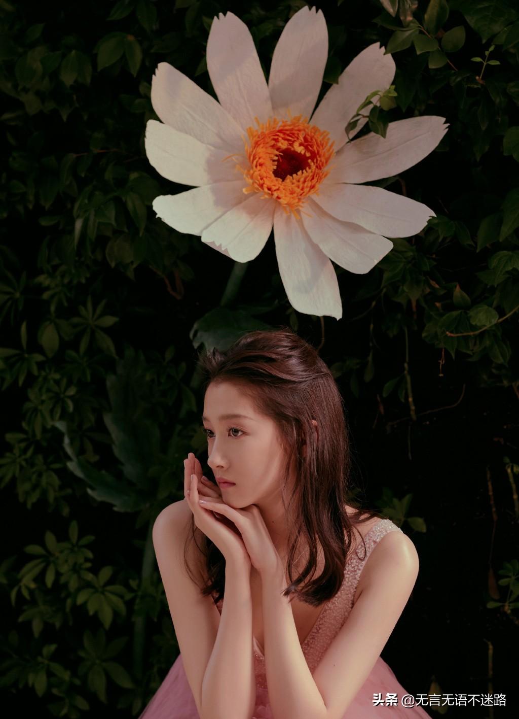 关晓彤 花粉蛋糕裙造型 尽显浪漫气息