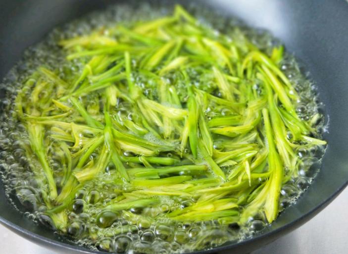 做菜時,遇到這3類食材要焯水! 不管多著急,都不能少了這一步