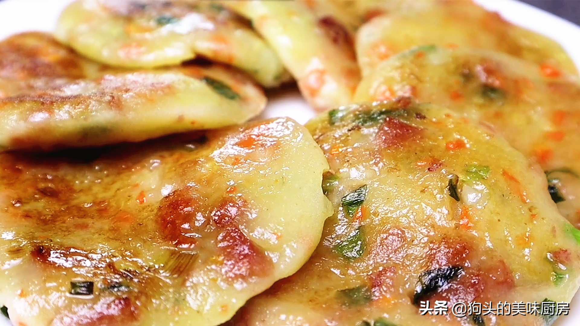 最近土豆很火的做法,不加面粉不加水,咬一口满嘴都是香,真解馋 美食做法 第2张