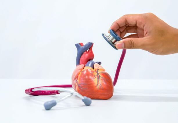 心脏受损时,身体会有5种表现,发现后,及时就医,不能拖