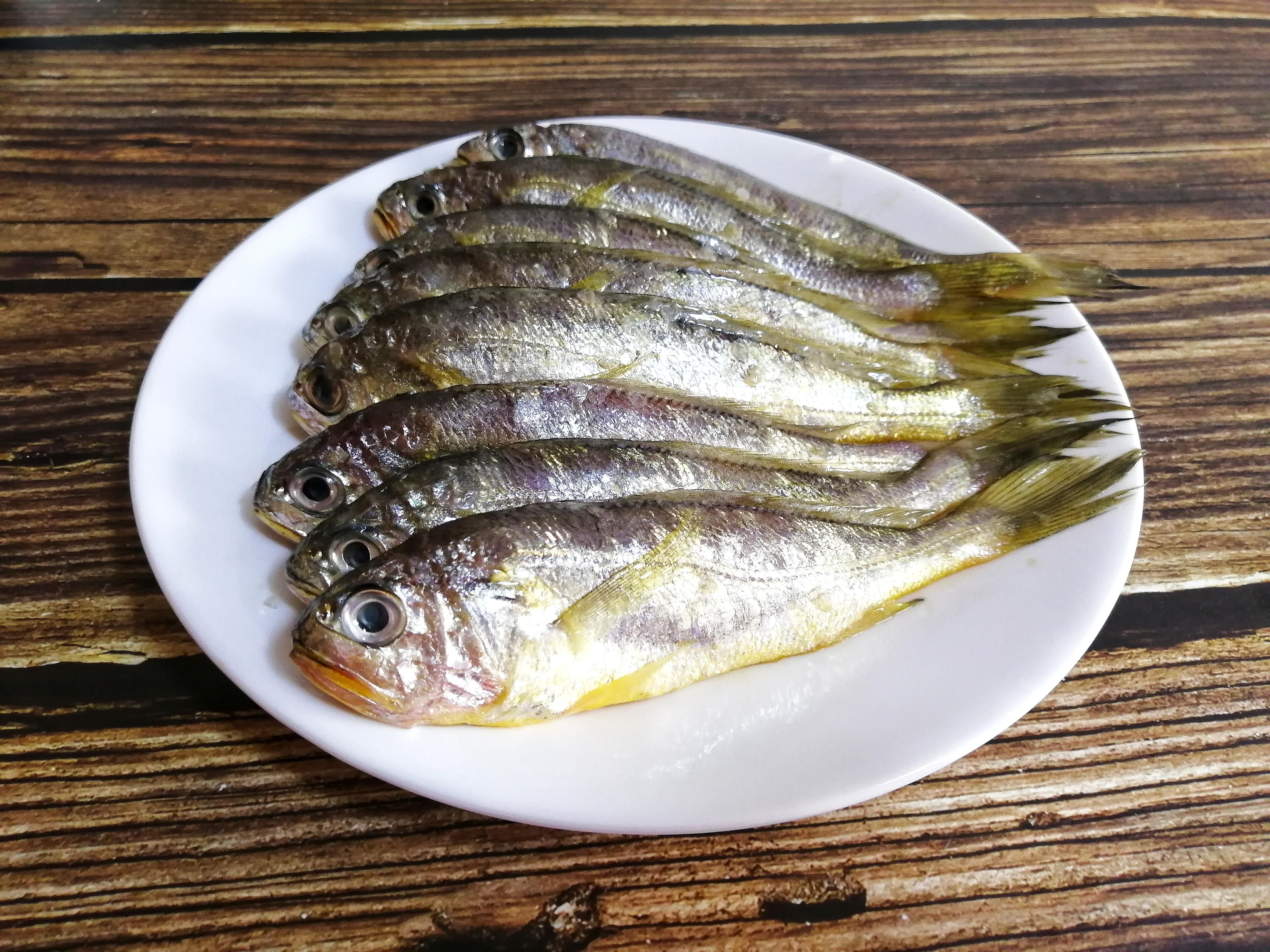 秘制酥鱼这样做,骨酥肉烂入味,5元做一盘,比超市卖的罐头好吃