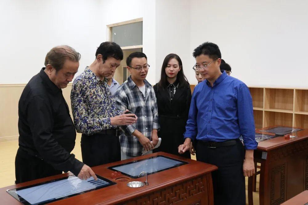 汉中东辰外国语学校举行客座教授聘请活动