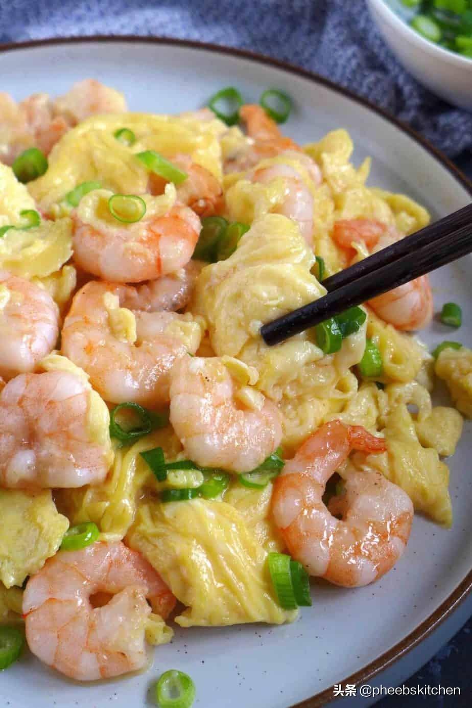 广东特色的虾仁滑蛋做法,滑嫩鲜香,清淡美味,老人小孩超爱吃 美食做法 第1张