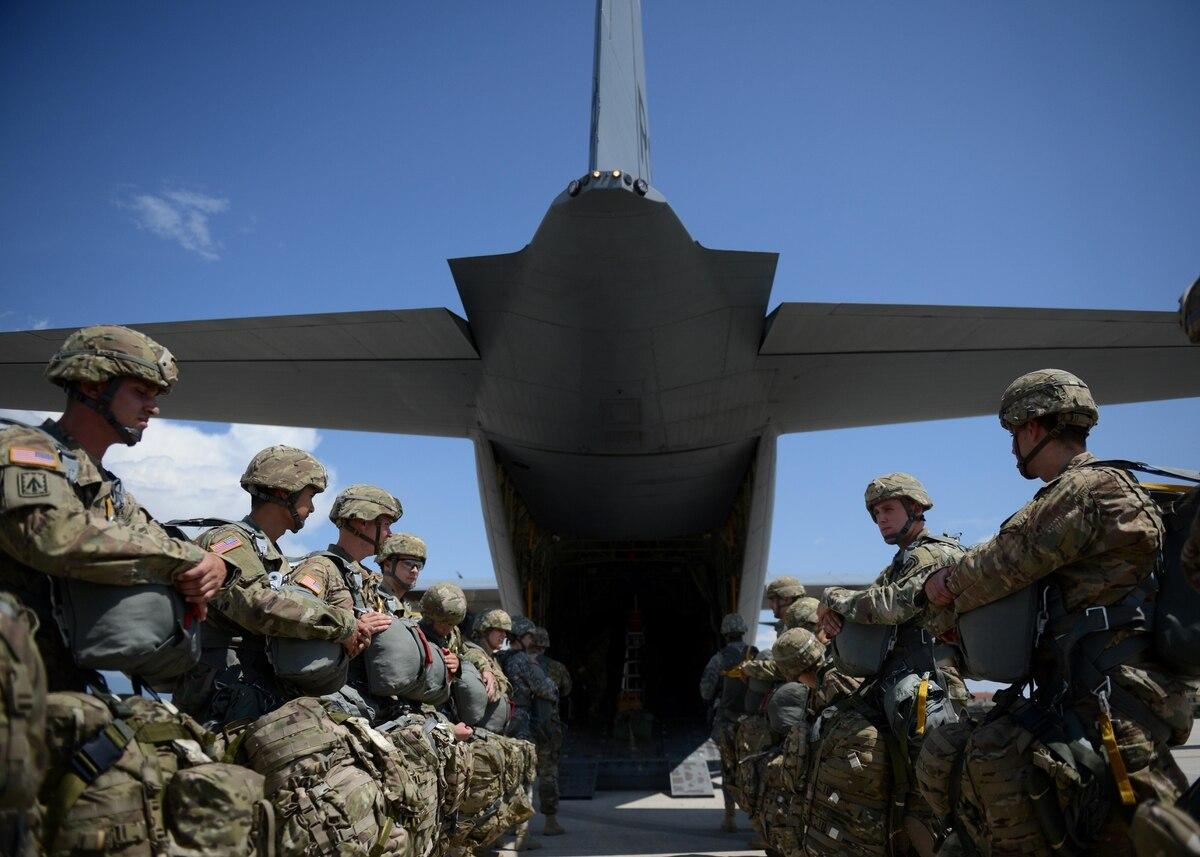 美军下达出兵令,8600名陆军直扑3大热点方向,两个在亚洲