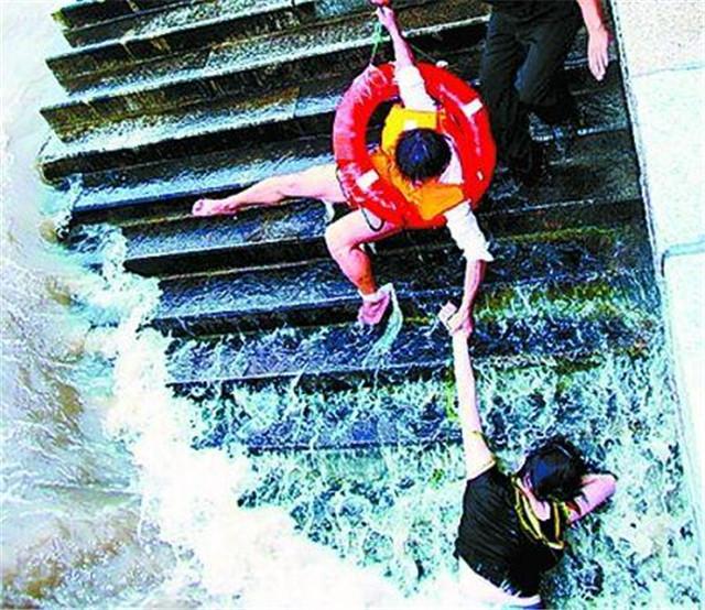 15年前,那个三进三出救下落水女子的河南小伙,如今怎么样了?
