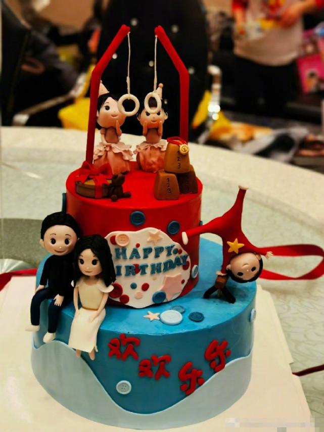 楊威老婆曬照為雙胞胎女兒慶生,一家五口共用一張臉,蛋糕超有愛