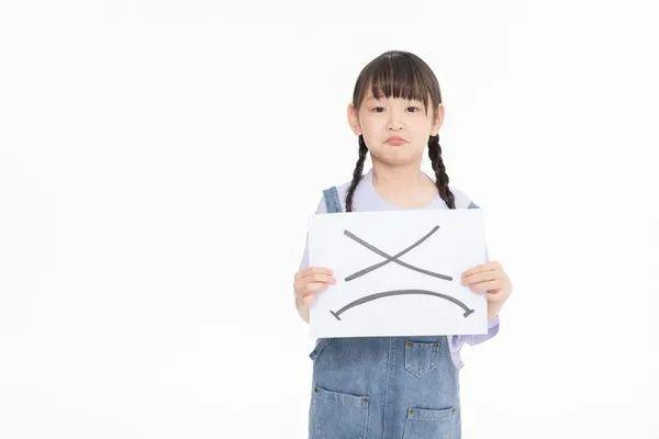 """孩子脾氣大不尊重人,父母訓斥、打罵都不可取,試試""""共生效應"""""""