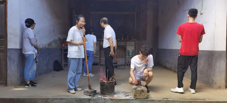 曾祥裕风水团队考察赣县石芫山背村罗氏宗祠  探究人才辈出的环境因素
